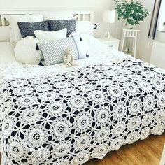 Embroidery for Beginners & Embroidery Stitches & Embroidery Patterns & Embroidery Funny & Machine Embroidery Crochet Bedspread, Afghan Crochet Patterns, Crochet Fox, Crochet Motif, Cabin Crafts, Embroidered Pillowcases, Free Machine Embroidery Designs, Embroidery For Beginners, Knitted Blankets