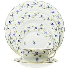 Even though this wasn't the hottest selling Herend pattern, I always liked this one. Reminds me of some French designs.