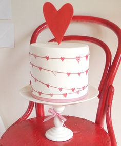 Una preciosa tarta para el Día de San Valentín, de Just Call Me Martha, via blog.fiestafacil.com / A lovely cake for Valentine's Day, de Just Call Me Martha, via blog.fiestafacil.com