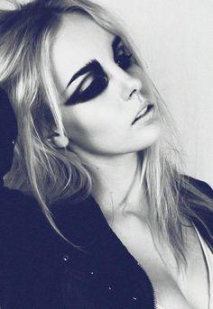 Chereine Waddell Makeup Artist | Fantasy and Avant Garde Makeup | Beauty #eyeshadows