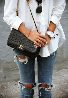 classic white shirt, ripped jeans and chanel bag, love Sincerely Jules, Chanel Bag Black, Chanel Purse, Chanel Handbags, Chanel Chanel, Spring Summer Fashion, Winter Fashion, Looks Jeans, Estilo Jeans