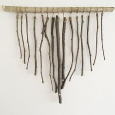 Simple wall hanging inspired by woven art and is made from foraged branches. Would look great as a huge statement piece above the fireplace! Or spray-painted pewter? Tree Branch Art, Branch Decor, Dyi Wall Decor, Art Decor, Twig Crafts, Arts And Crafts, Driftwood Jewelry, Driftwood Crafts, Twig Art