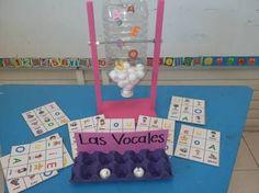"""Gracias a una idea de la maestra Yadis Zuñiga, hemos preparado este maravilloso recurso. La lotería y el bingo (del inglés """"bean"""" por las judías que se solían y se … Preschool Education, Kindergarten Activities, Activities For Kids, Crafts For Kids, Bilingual Classroom, Classroom Language, English Activities, Language Activities, Spanish Lessons"""