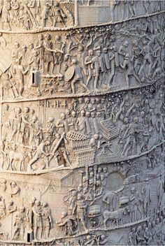 La vie des hommes racontée sur la pierre.   / Colonne de Trajan, Rome, Italie.