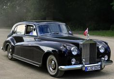 1962 Touring Limousine by James Young (chassis body design Classic Rolls Royce, Rolls Royce Silver Cloud, Rolls Royce Cars, Bentley Car, Road Transport, Rolls Royce Phantom, Limo, Old Cars, Bicycles