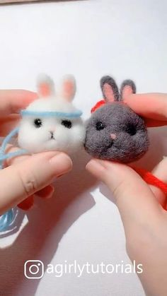 20 Pretty Doll Diy Ideas and Crafts Part 2 This time I will share a tutorial how to make DIY dolls that you can make at home Needle Felting Supplies, Wool Needle Felting, Needle Felting Tutorials, Needle Felted Animals, Felt Animals, Nuno Felting, Diy Crafts For Girls, Felt Crafts Diy, Felt Diy