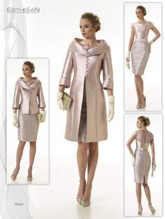 Modelo Gozos.Vestido + casaca ó chaqueta, en color rosa palo o azul tinta. En mikado en seda bicolor y encaje. Elegante  para bodas de mañana.