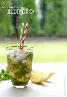 Mojito a beverage that, if made clearly, calms a person down in summer that could make the bad atmospheric condition sweeter in snow. Cocktail Drinks, Fun Drinks, Beverages, Smoothie Recipes, Smoothies, Most Popular Cocktails, Mojito Recipe, Grape Juice, Wine Making