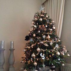 Overvolle kerstboom. I love it. Boom van Oosterik, decoratie van verschillende winkels.