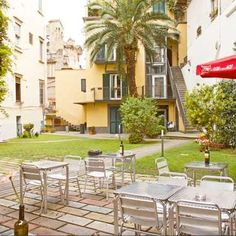 Workaway in Italy. Hostel in the historical center of Naples, Italy looking for fun & hard-working volunteers! Naples Italy, Helfer, Outdoor Furniture Sets, Outdoor Decor, Volunteers, Hostel, Fun, Home Decor, City