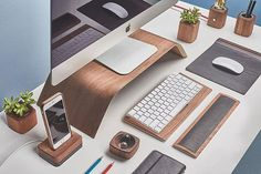 """i like the clean desk look"" increases desk space too, via SunjayJK ✾ DIVERSIT… – Office İnterior Workspaces Office Setup, Pc Setup, Desk Setup, Office Desk, Computer Desk Organization, Clean Desk, Photography Office, Desk Space, Workspace Desk"