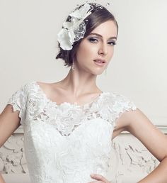 Find out how to choose the perfect veil to go with your wedding dress White Wedding Dresses, Lace Wedding, Veil, Fashion, Moda, Drop Veil, Fasion, Peplum, White Wedding Cakes