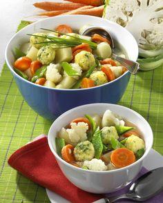 Unser beliebtes Rezept für Frühlingssuppe mit Käseklößchen und mehr als 55.000 weitere kostenlose Rezepte auf LECKER.de.