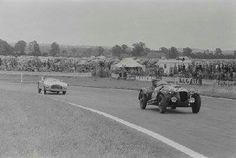 1953 9 Hours Goodwood : Jack Fairman (Frazer Nash Le Mans Replica) followed by Cliff Davis (Tojeiro Bristol). (ph: © George Phillips)