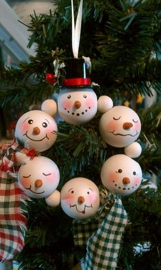 Diy christmas crafts 302867143692315512 - 60 DIY Dollar Tree Christmas Decor and Crafts Ideas to Get your Home Christmas Ready in a Jiffy – Hike n Dip Source by Dollar Tree Christmas, Christmas Ornaments To Make, Christmas Crafts For Kids, Christmas Projects, Simple Christmas, Handmade Christmas, Holiday Crafts, Christmas Gifts, Christmas Decorations