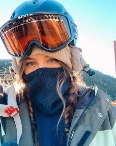- Travel tips - Travel tour - travel ideas Ski Et Snowboard, Snowboard Girl, Ski Ski, Shotting Photo, Snowboarding Outfit, Snowboarding Women, Snow Pictures, Snow Outfit, Winter Pictures