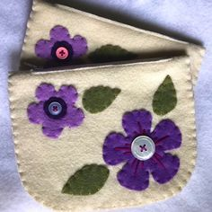 Excited to share this item from my #etsy shop: flower pouch, small pouch, coin pouch, coin purse, card wallet, small flower wallet, felt wallet Felt Wallet, Felt Purse, Diy Purse, Card Wallet, Felt Phone Cases, Sewing Crafts, Sewing Projects, Felt Projects, Wool Applique