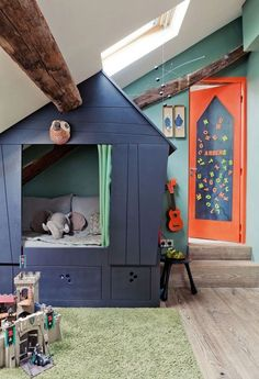 Boy room decor guide: Ensure that any workplace functional when you design a workplace. It is vital to obtain good lighting and comfortable furniture inside a work space.