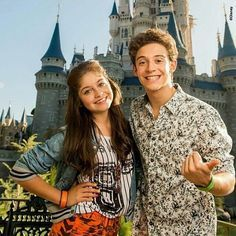 Ruggero Pasquarelli ( Matteo ) y Karol Sevilla ( Luna ) en Disney Magic Kingdoms #PasquarelliSevilla