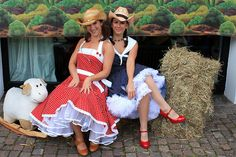 This is different, instead of the usual petticoats & cowboy boots, this is petticoats & cowboy hats.  I wonder if this is qualifies to be junk gypsy style?  Found in Google Images.