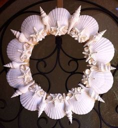 Beach crafts Wreaths - 21 Beautifully Ingenious Sea Shell Projects To Consider On Your Next Walk By The Beach Seashell Wreath, Seashell Ornaments, Seashell Art, Seashell Crafts, Coastal Christmas, Christmas Wreaths, Christmas Crafts, Sea Crafts, Diy And Crafts