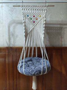 Hanging Macrame Cat Bed, Cat Hammock Macrame, Cat Lover Gift Idea ◼️ DIY HANGING CAT HAMMOCK BEDDING We all love cats as they are great companions for us seem to be able to sense when we need some comfort. Has it been too long that you h Diy Cat Hammock, Hammock Bed, Crochet Hammock, Cat Lover Gifts, Cat Gifts, Gift For Lover, Hanging Beds, Hanging Hammock, Diy Macrame Wall Hanging