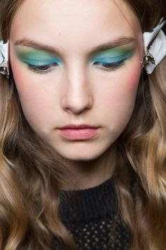 Beauty at Alexis Mabille Spring / Summer 2016