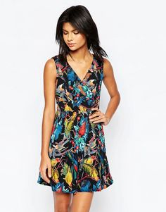 Buy it now. Yumi Wrap Front Dress In Parrot Print - Multi. Casual dress by Yumi, Woven fabric, All-over print, V-neckline, Wrap front design, Zip back fastening, Regular fit- true to size, Machine wash, 100% Polyester, Our model wears a UK 8/EU 36/US 4 and is 175 cm/5'9� tall. , vestidoinformal, casual, camiseta, playeros, informales, túnica, estilocamiseta, camisola, vestidodealgodón, vestidosdealgodón, verano, informal, playa, playero, capa, capas, vestidobabydoll, camisole, túnica, s...