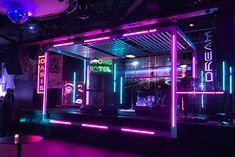 capturing a cyberpunk, neon-noir look, clickspring design transformed a gritty club into a futuristic world for comic con's annual kickoff event Club Lighting, Neon Lighting, Lighting Design, Event Lighting, Neon Bleu, Neon Noir, Led Neon, Concert Stage Design, Neon Licht