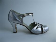 Vintage 1920s Silver Gatsby Shoes T Strap Leather High Heels Wedding Fashions Size 8