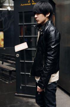 Park Hyung Seok with leather jacket ugh