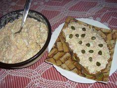 Luxusní pomazánka 3 smetanové tavené sýry Apetito máslo 3 vejce 1 lžička obycejné hořčice 2 lžíce majonézy 200g gothajského salámu menší nakládaná okurka nakládaná paprika sůl pepř Vajíčka uvaříme na tvrdo.Sýr,máslo a vařené žloutky spolu utřeme.Bílky,okurku,nakládanou papriku a salám nasekáme na drobno.Vše přidáme do mísy s utřenou hmotou.Přidáme hořčici,majonézu.Podle chuti osolíme a opepříme a pořádně promícháme. Czech Recipes, Russian Recipes, Snack Recipes, Cooking Recipes, Party Snacks, Finger Foods, Good Food, Appetizers, Food And Drink
