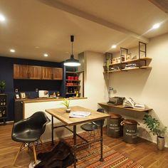 SH-SpaceさんはInstagramを利用しています:「対面キッチンなのでLDを見渡せ、家族の会話が弾みます。スタディコーナーをカスタマイズしました。#無垢床 #リビング #キューブの家 #マイホーム #新築 #インテリア #住宅 #i注文住宅 #建築 #工務店 #house #マイホーム計画 #鉄骨階段 #間接照明…」 Corner Desk, Furniture, Instagram, Home Decor, Corner Table, Decoration Home, Room Decor, Home Furnishings, Home Interior Design