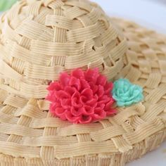 Protect your tummies from the sun with this sun hat cake!