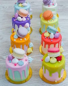 A feast of color with mini drip cakes to tantalize taste buds! Cake A feast of color with mini drip cakes to tantalize taste buds! Bolo Drip Cake, Bolo Cake, Drip Cakes, Mini Tortillas, Patisserie Fine, Couture Cakes, Cute Desserts, Small Cake, Fancy Cakes