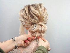 Hair Up Styles, Medium Hair Styles, Hijab Styles, Hair Medium, Bridal Hair Updo, Wedding Hair And Makeup, Hair Makeup, Diy Wedding Hair, Wedding Songs