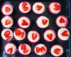 Brioșe cu iaurt și căpșune (fără zahăr) Muffin Tins, Baby Food Recipes, Food And Drink, Peach, Keto, Sweets, Baby Foods, Cookies, Breakfast
