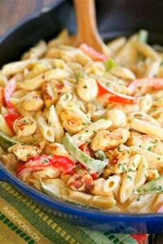 This Chicken Fajita Alfredo has all the flavors of fajitas. It tasted just like the fajitas I order at my favorite Mexican restaurant. I LOVED the addition of pasta and a ridiculously simple alfredo sauce. Easy Pasta Recipes, Entree Recipes, Chicken Recipes, Easy Homemade Alfredo Sauce, Alfredo Recipe, Whole Food Recipes, Cooking Recipes, Healthy Cooking, Homemade Fajita Seasoning