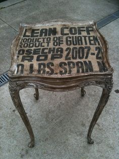 Think about this with burlap scraps Diy Furniture Lift, Chalk Paint Furniture, Hand Painted Furniture, Repurposed Furniture, Furniture Projects, Furniture Makeover, Burlap Coffee Bags, Coffee Sacks, Cool Tables