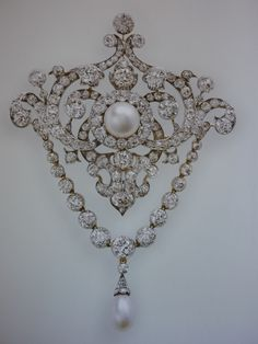 Queen Victoria`s Diamond Jubilee brooch, originally a Di Jubilee gift to QV in 1897 from her personal staff. In her will she left it to the Crown for the use of future Queens. It passed successively to Queen Alexandra, Queen Mary & Queen Elizabeth (Q.M.) who wore it often until 2002 when it came to the Queen. In the daytime the Queen wears this brooch without the diamond chain & drop pearl.