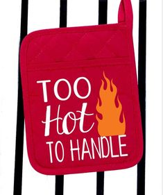 Too hot to handle pot holder Kitchen Sayings, Kitchen Vinyl, Diva Design, Design Files, Kitchen Products, Kitchen Items, Cool Gifts, Diy Gifts, Circuit Machine