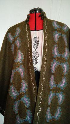 capa-brodata Kimono Top, Embroidery, Women, Fashion, Mantle, Moda, Needlepoint, Fashion Styles, Fashion Illustrations