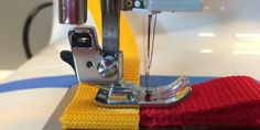To begin a seam with some thickness make sure your presser foot is horizontal so the feed dogs can do their job. Coin Couture, Couture Sewing, Diy Cut Shirts, Simple Shirts, Techniques Couture, Sewing Techniques, Self Tissu, Creation Couture, Dory