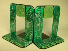 21 Ways to Create Your Own Bookends-some great ideas here, but I love these recycled circuit board bookends Diy Accessoires, Circuit Board, Craft Activities, Activity Ideas, Biodegradable Products, Book Worms, Art Boards, Repurposed, Recycled Crafts