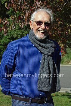 Simple men's scarf - free crochet pattern.