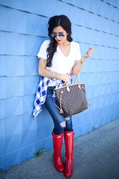 Red Hunter Boots, Rainboots Hunter, Michael Kors Sunglasses, Lv Handbags, Pants Outfit, Fashion Beauty, Women's Fashion, Louis Vuitton Speedy Bag, Outfit Of The Day