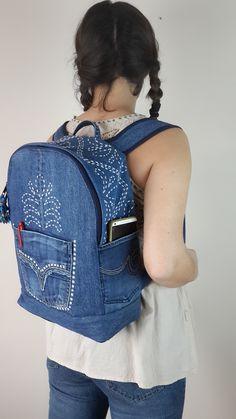 Jean Backpack, Backpack Bags, Mochila Jeans, Girl Backpacks, Casual Backpacks, Denim Handbags, Backpack Pattern, Denim Crafts, Recycle Jeans