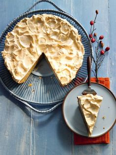 Feiner Birnenkuchen mit knuspriger Baiser-Haube: http://kochen.gofeminin.de/rezepte/rezept_birnenkuchen-mit-baiserhaube_230191.aspx  #birnenkuchen