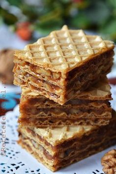 prajitura cu foi de napolitana Romanian Desserts, Romanian Food, Sweet Recipes, Cake Recipes, Coffee Recipes, Chocolate Desserts, Love Food, Sweet Treats, Food And Drink