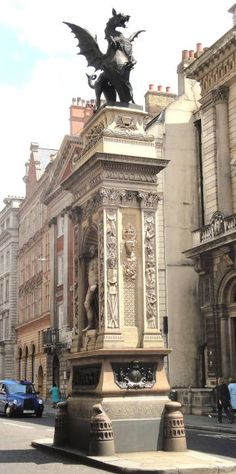 monument in street | The Temple Bar Memorial, its sculpture, and related material